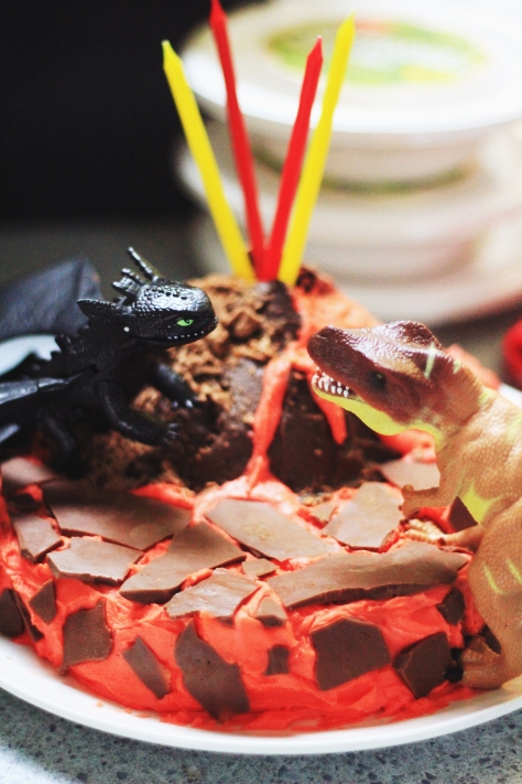 toothless vs dragon cake