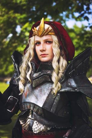 dragon-age-2-meredith-cosplay-5