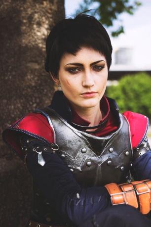dragon-age-inquisition-cassandra-cosplay-4